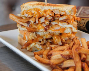 Grilled Cheese-Poutine (V)