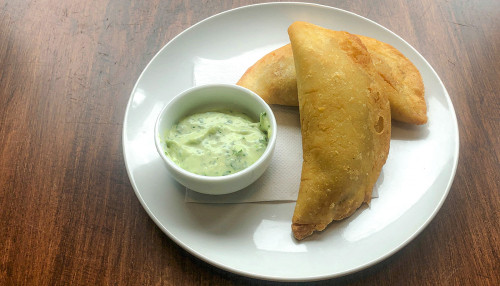 (2) Empanadas sans gluten: bavette (flank steak), poisson (fish) ou fromage blanc (cheese)